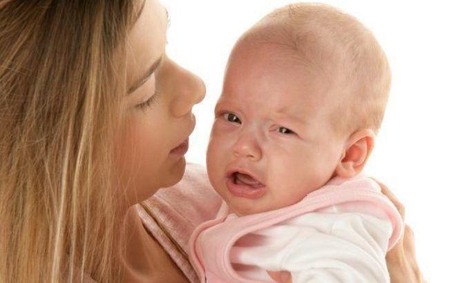 Мама легко заразит малыша через прикосновения