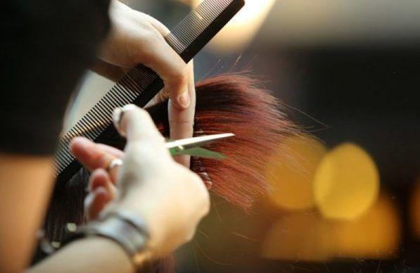 Посещая парикмахера проверять обработку инструментов
