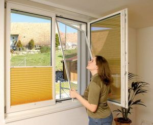 Установить антимоскитные сетки на окна